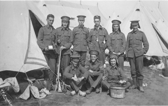 bell-tent-soldiers
